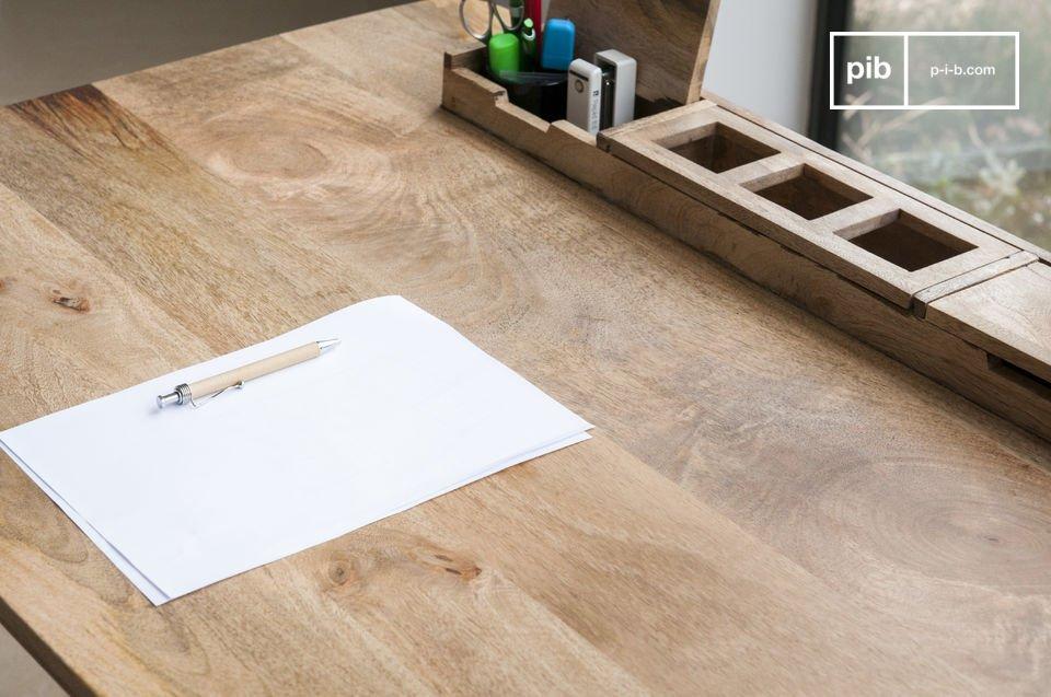 Het Môka bureau is esthetisch verantwoord en praktisch door de het opbergvlak, ideaal voor veelgebruikte kantoorartikelen zoals pennen en notitieblokken