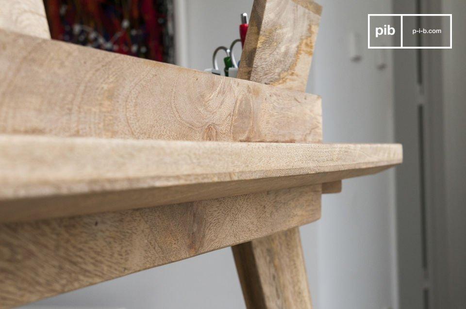 Gemaakt van mango hout en voorzien van een matte lak, dit bureau garandeert een langdurige aankoop