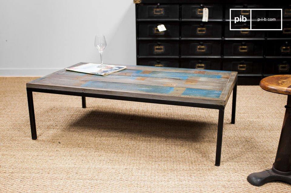 De tafel heeft karakter dankzij zijn vintage uitstraling die perfect past bij een industrieel