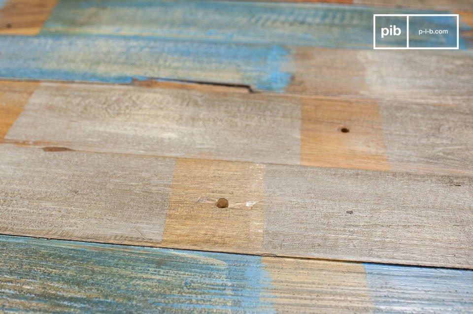 Volledig gemaakt van gerecycled houten pallets die met de hand zijn samengesteld om de Moriz