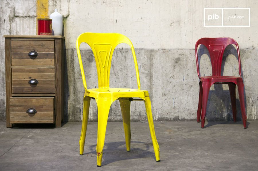 Multip's stoel in antiek geel