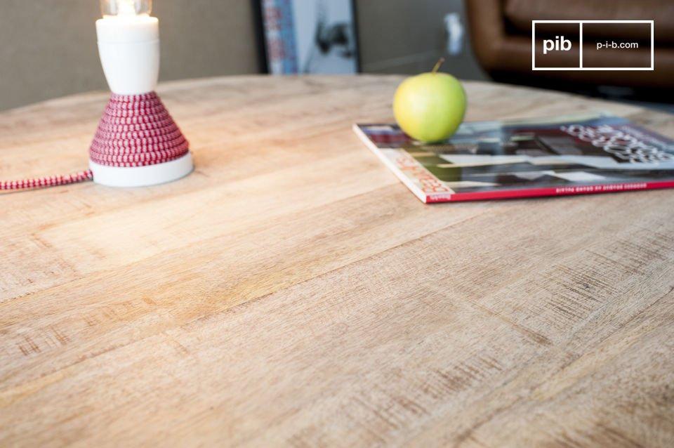De Myrte salontafel combineert de schoonheid van licht hout met de fijnheid van metalen poten
