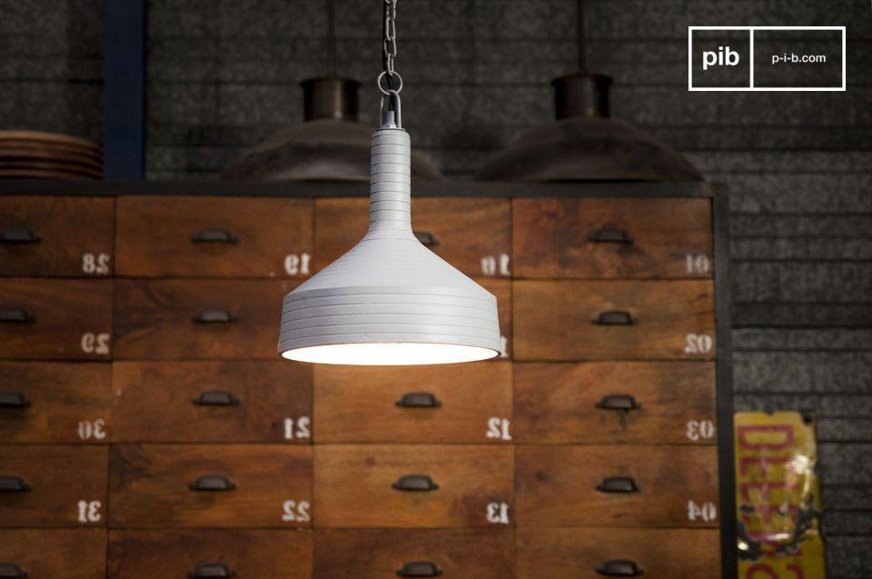 Een lamp met een subtiele vormgeving en originele lijnen