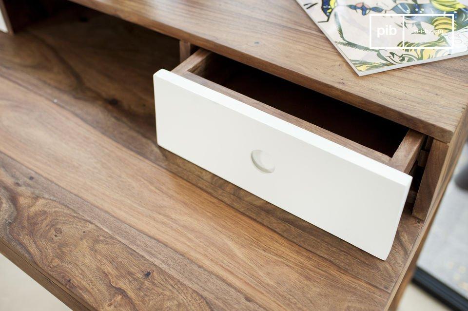 Het Naröd bureau combineert een origineel vintage ontwerp met producten van hoge kwaliteit