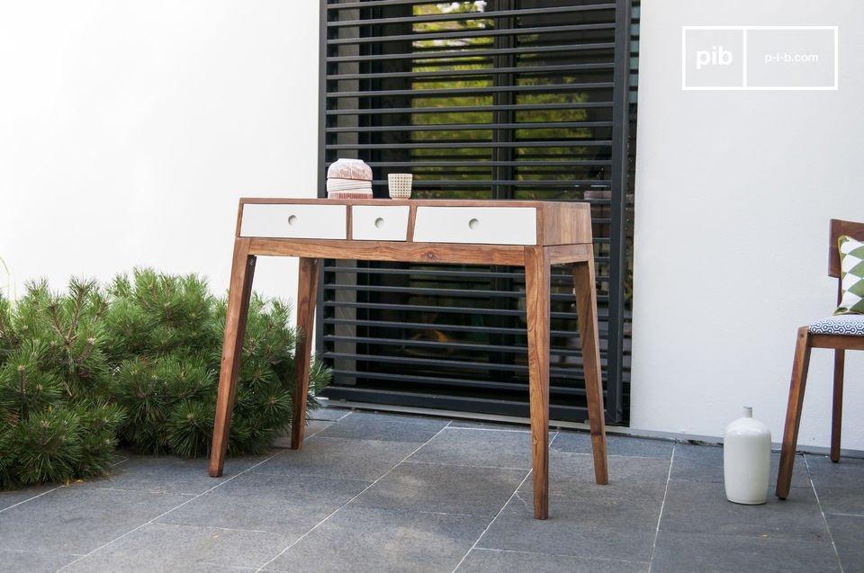 Het Naröd dressoir is een origineel vintage meubelstuk van hoge kwaliteit