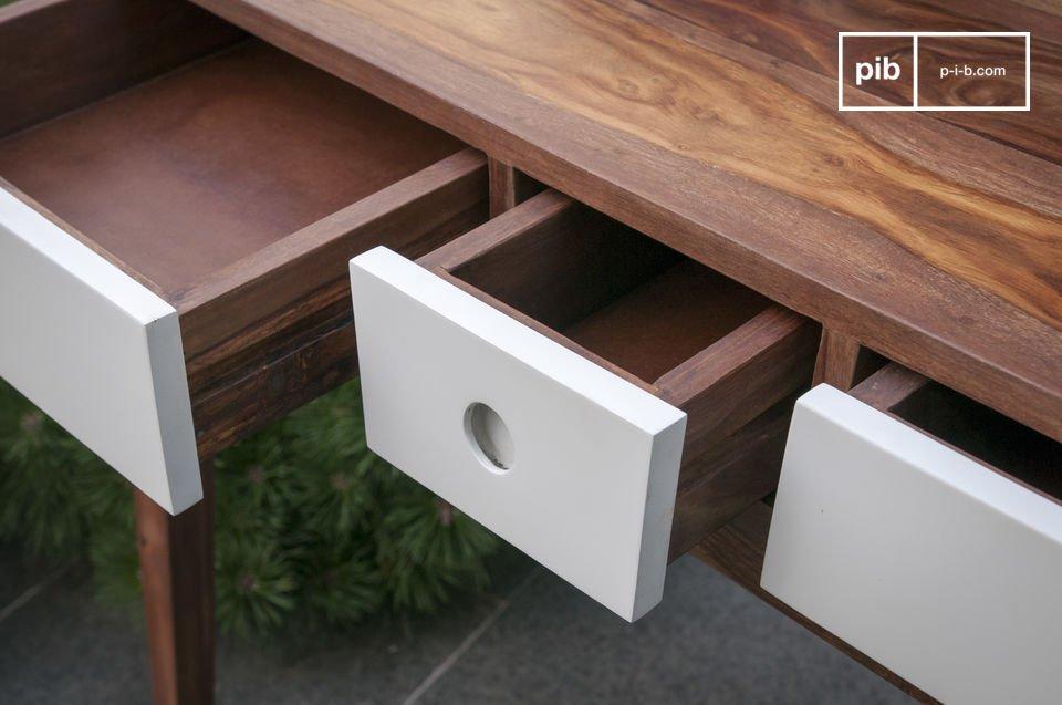 Dit dressoir is volledig gemaakt van massief hout met een natuurlijk patroon en het biedt een