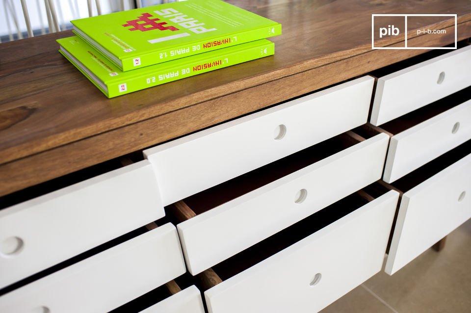 De unieke Naröd kast is volledig gemaakt van hout