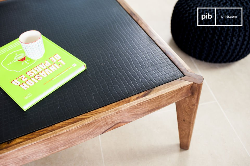 Een elegante en originele salontafel van massief hout