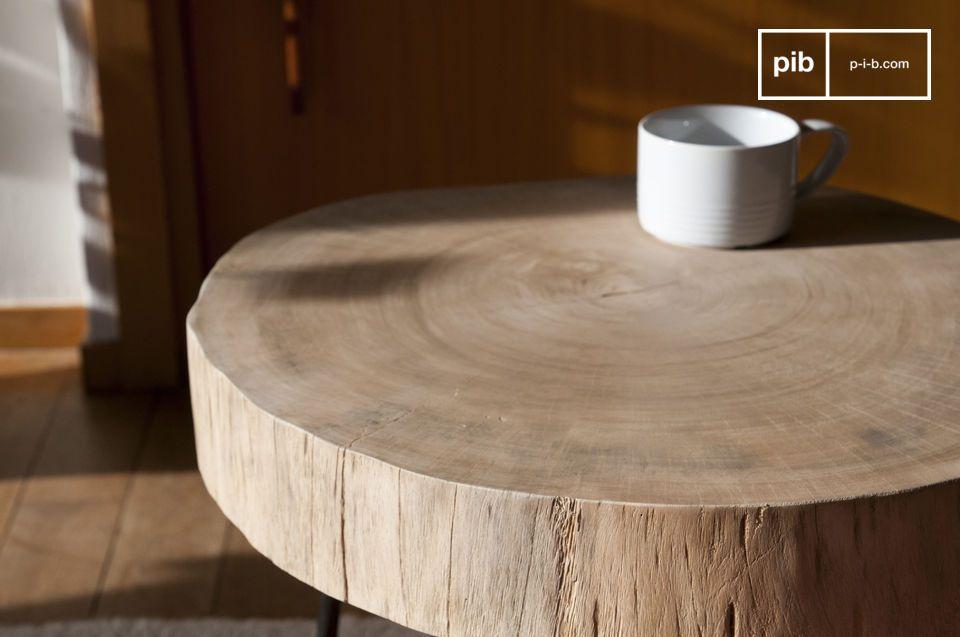 Ruw hout en metaal gecombineerd om een stuk unieke charme te creëren