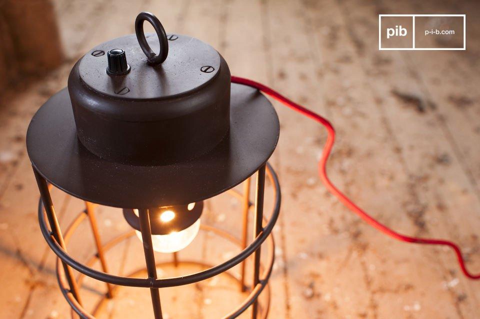 De Nautilus lamp heeft een industrieel karakter dat perfect zal passen in je huis
