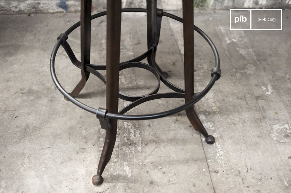 Stijlvolle stoel met een hoge zitting