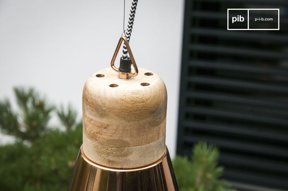 Met zijn zeer ronde design met lichte hout en zwart-wit \