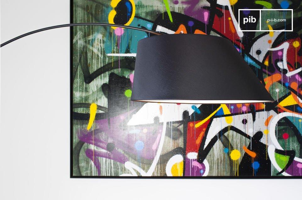 De Nexö vloerlamp heeft een betoverende vintage stijl die klassiek design vernieuwt en brengt in