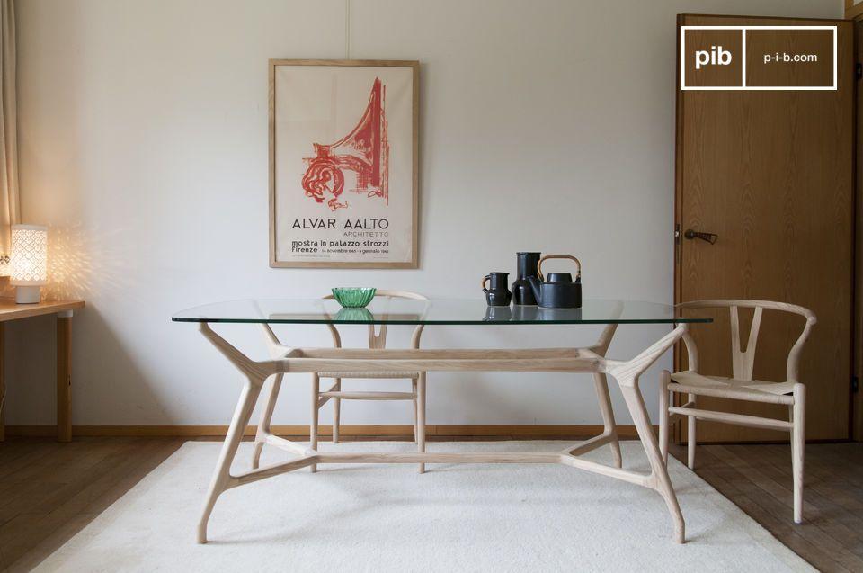 Geïnspireerd door Scandinavische ontwerpcodes combineert de Nixon-eettafel helder hout en onbesmet