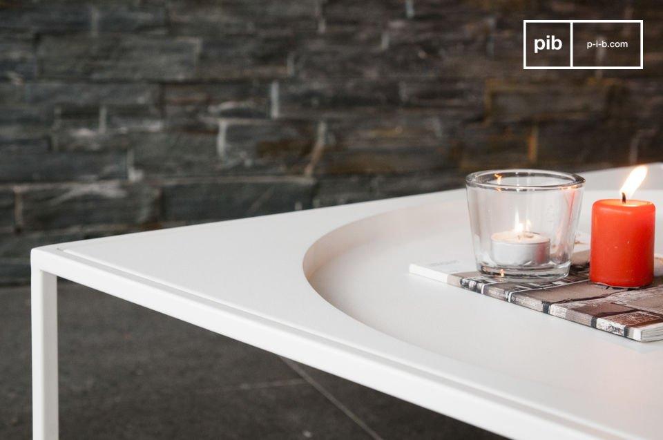 De Nölbis salontafel is een metalen meubelstuk die veel indruk achter laat door zijn heldere en