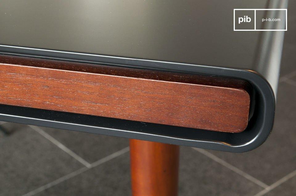 De Norby tafel is vertegenwoordiger van de typische houten Scandinavische meubels