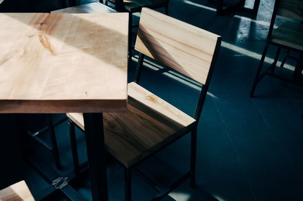 Nordische tafel en stoelen