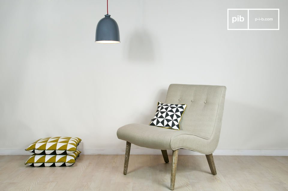 Deze stoel is geïnspireerd door de jaren \'50 en biedt veel comfort