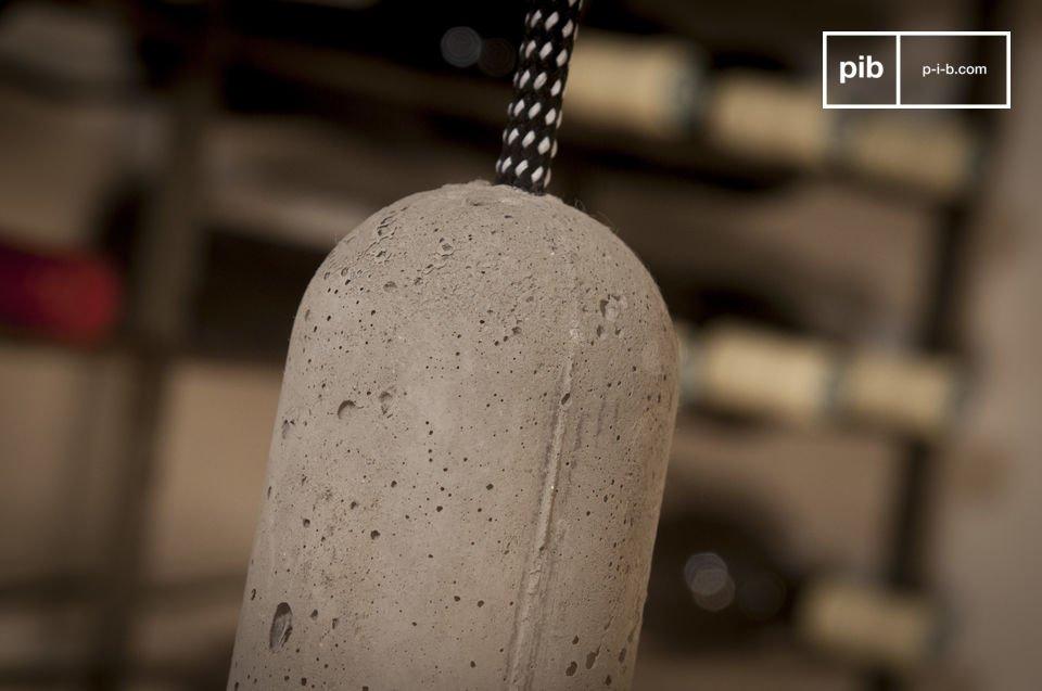 De lamp kan makkelijk versteld worden naar de hoogte van het plafond dankzij het 3 meter lange snoer