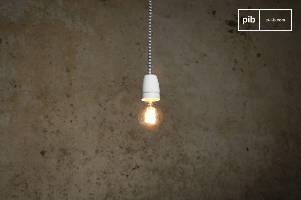 De NUD-lamp heeft ingetogen lijnen met zijn lange vintage snoer en in het bijzonder zijn goed
