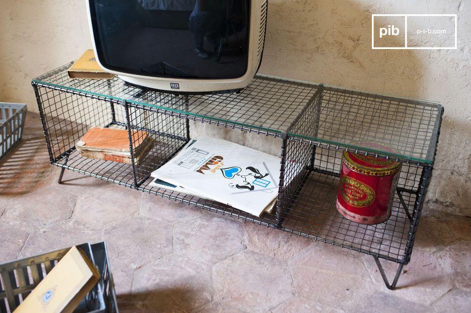 Het Ontario tv-meubel is een mooi voorbeeld van de retro industriële stijl wat zowel praktisch als