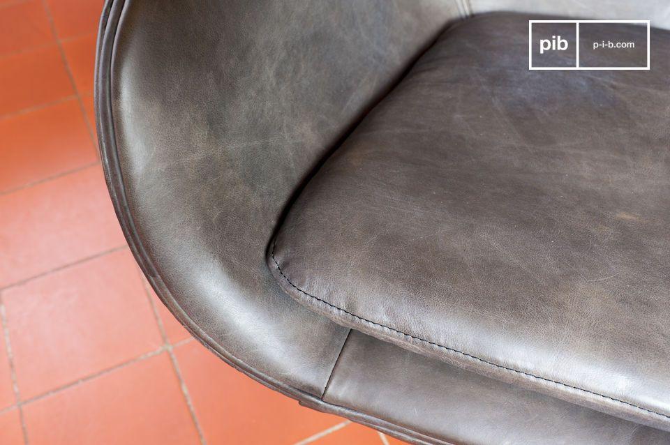 De Orchestra fauteuil illustreert het ontwerp van de 20e eeuw met haar esthetisch design en comfort