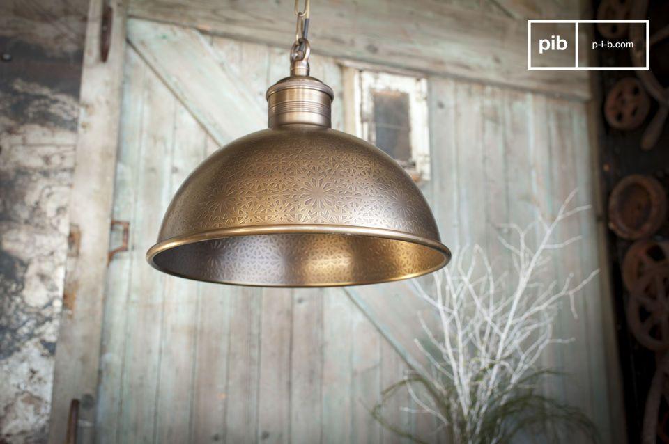 Uitzonderlijke lamp van oosterse inspiratie, gemaakt van gebeiteld messing