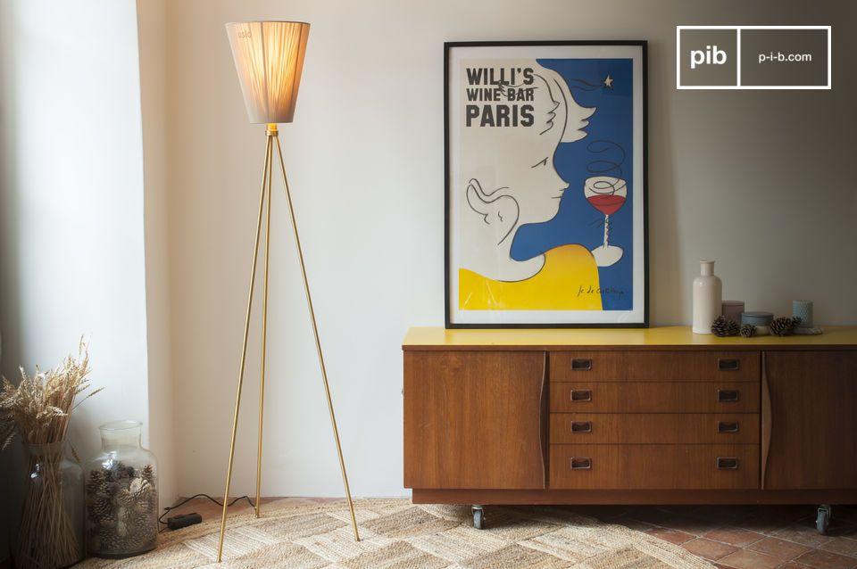 De Noorse ontwerper Ove Rogne ontwierp de Oslo Wood driepoot vloerlamp als een modulair model met