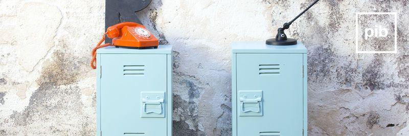 Oude collectie design meubels: industriële kasten