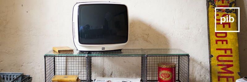 Oude collectie industriële tv meubels