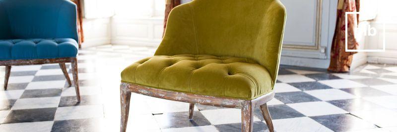 Oude collectie landelijke fauteuils in shabby chic stijl
