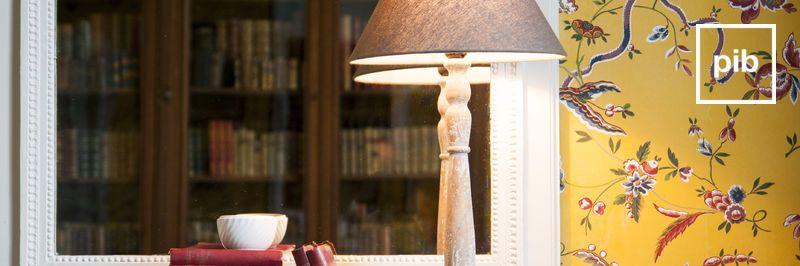 Oude collectie landelijke tafellampen in shabby chic stijl