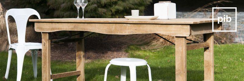 Oude collectie landelijke tafels in shabby chic stijl