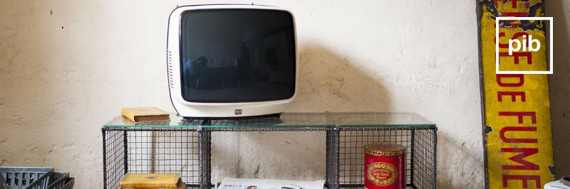 Oude collectie landelijke tv meubels in shabby chic stijl