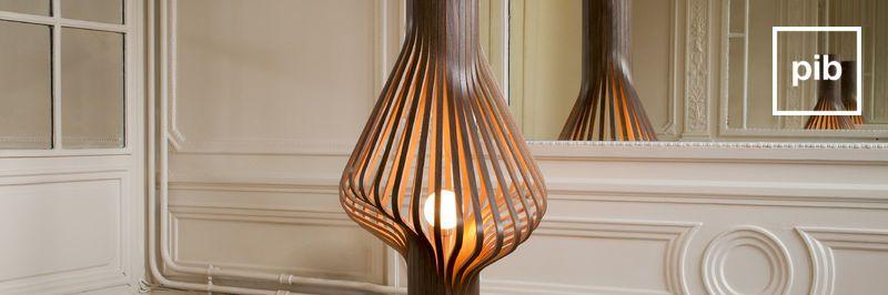 Oude collectie landelijke vloerlampen in shabby chic stijl