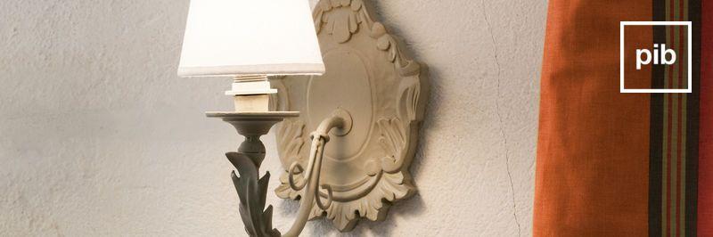 Oude collectie landelijke wandlampen in shabby chic stijl