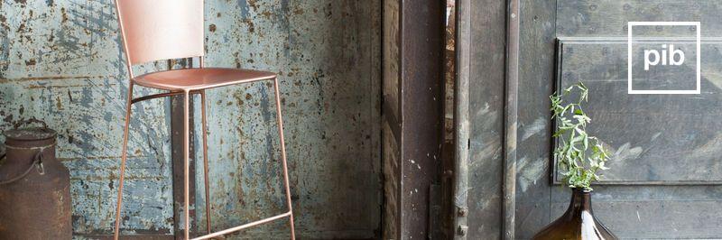 Oude collectie retro barkrukken in scandinavische stijl