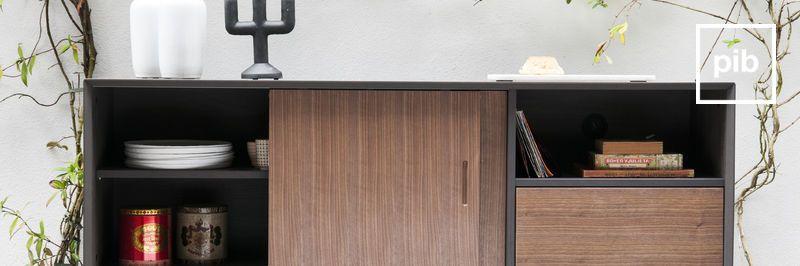 Oude collectie scandinavische meubels: kasten en planken