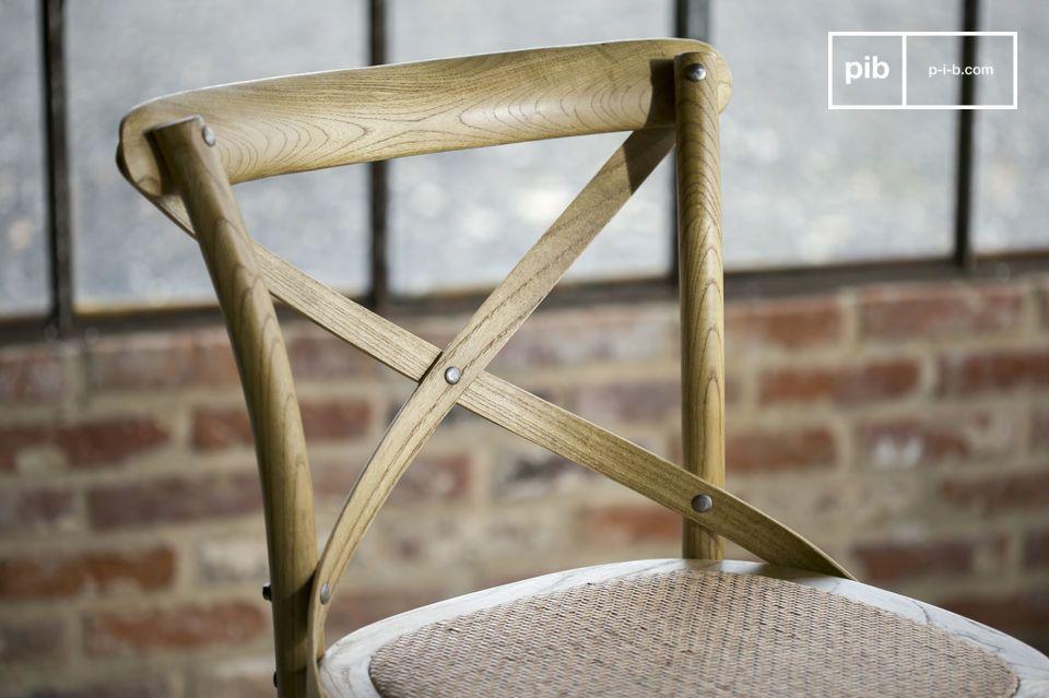 Door zijn robuustheid en natuurlijke karakter is deze stoel ideaal voor dagelijks gebruik
