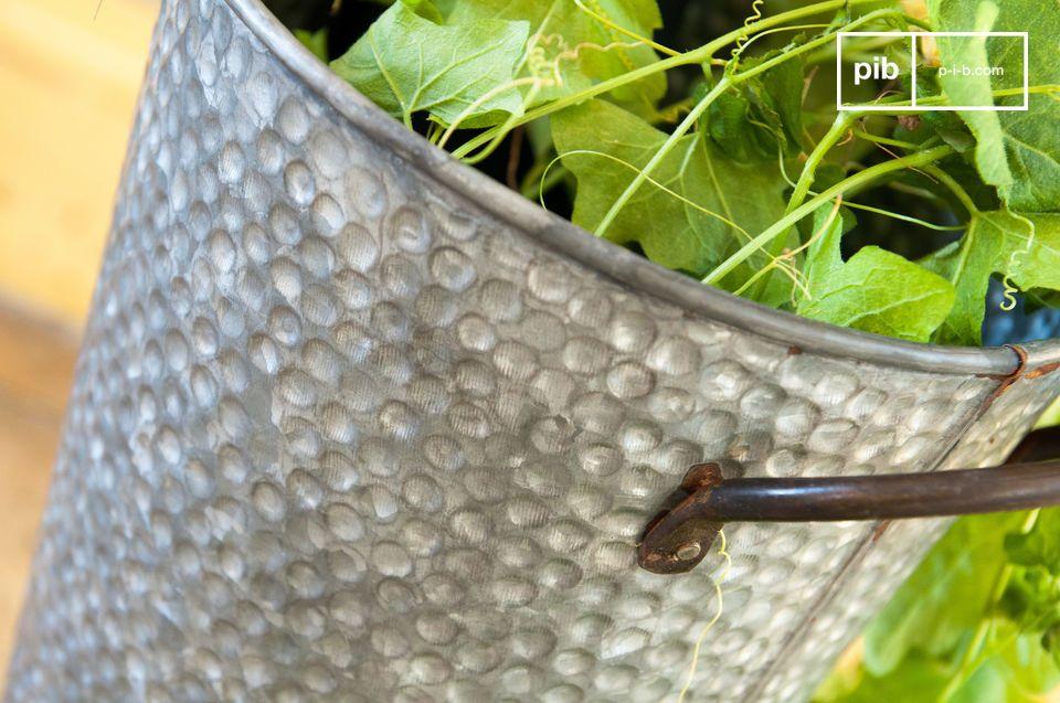 Mede dankzij zijn gegalvaniseerde stalen ontwerp, is deze houder bestand tegen oxidatie