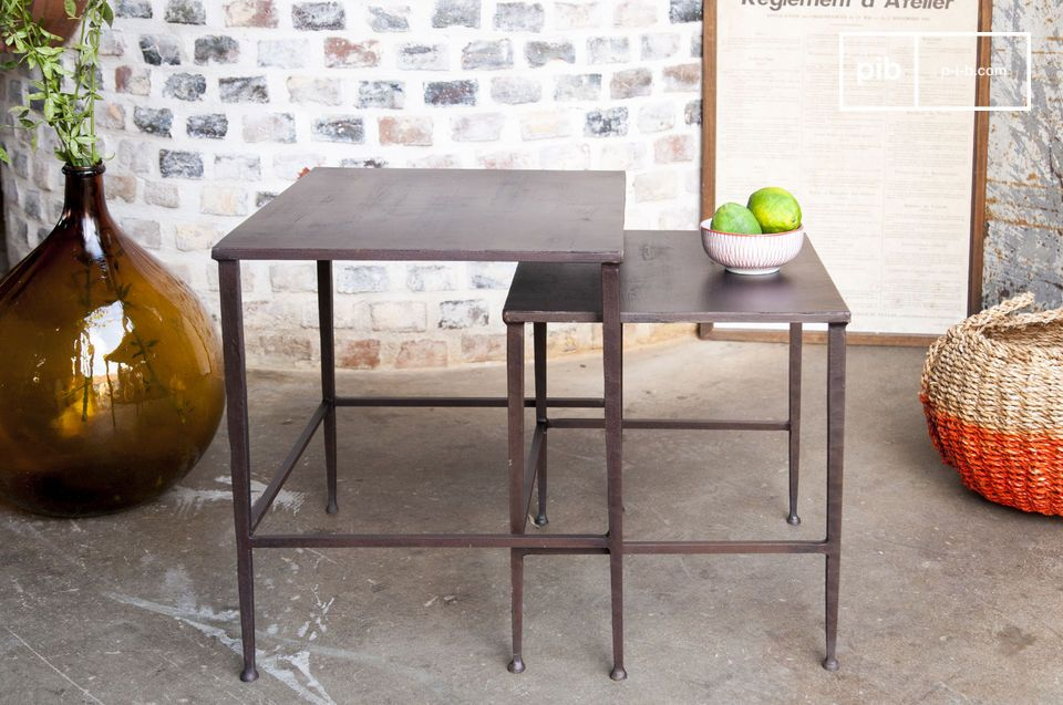 Een paar modulaire tafels, ideaal aan beide zijden van een bed of bank