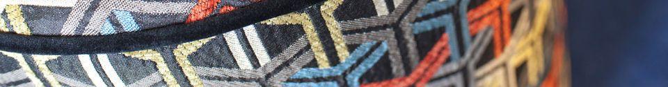Benadrukte materialen Poef in grafische Toumani stof