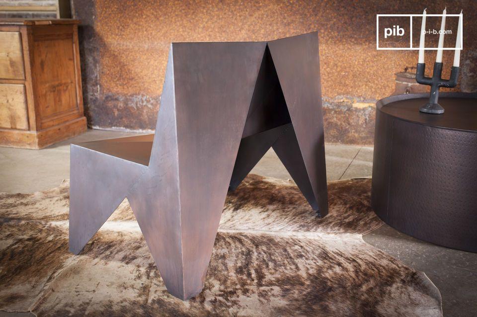 Met zijn unieke ontwerp en licht getinte metaal kan de Polygonale fauteuil worden geïntegreerd in