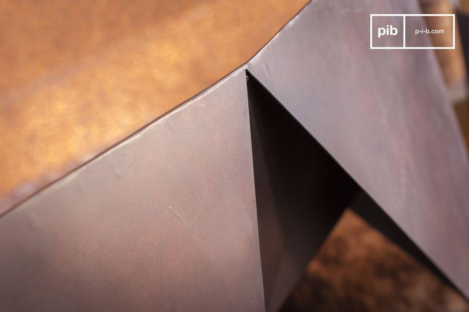 De rechte lijnen en matte afwerking maken het een perfecte stoel voor een moderne woonkamer en een