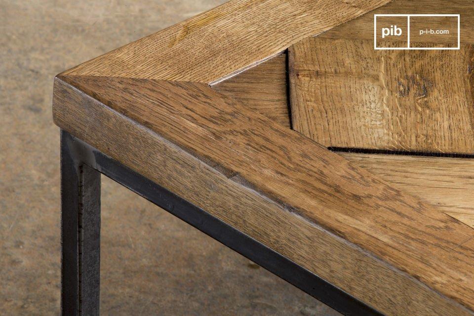 De Queens salontafel is een meubelstuk met een vintage stijl die veel elegantie zal toevoegen aan je