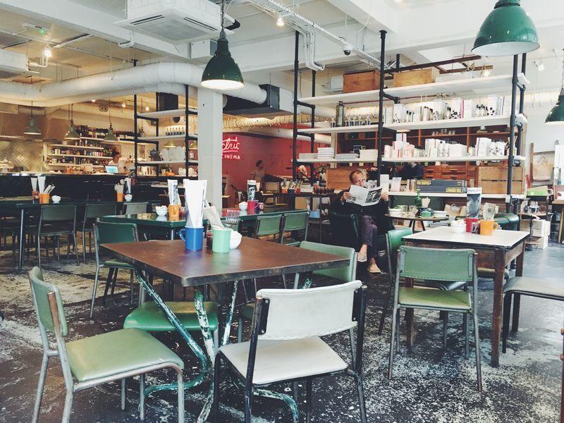 Restaurant industrieel interieur stoelen