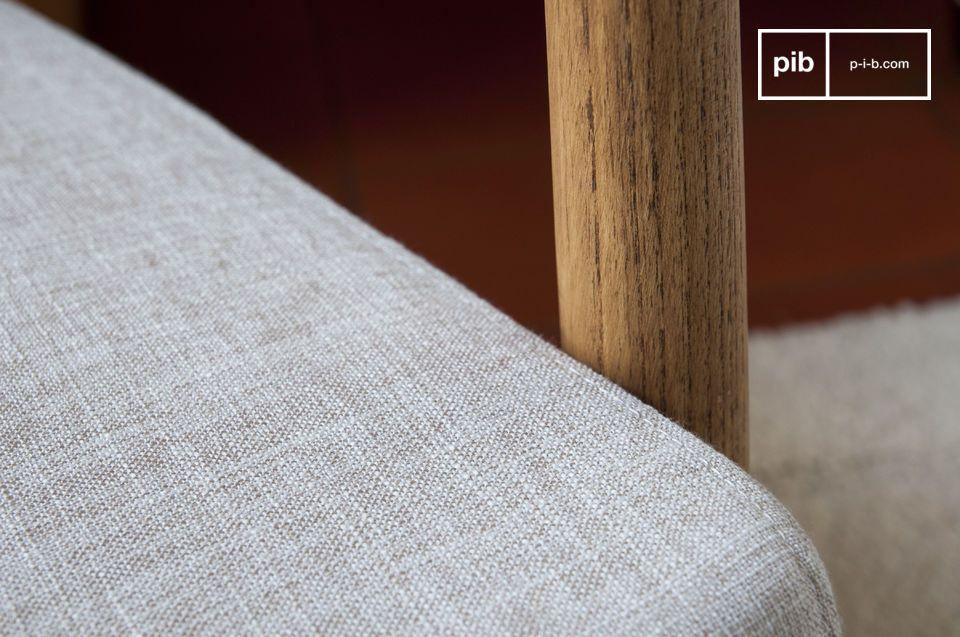 Deze fauteuil zorgt voor een symmetrisch ontwerp dankzij zijn nette