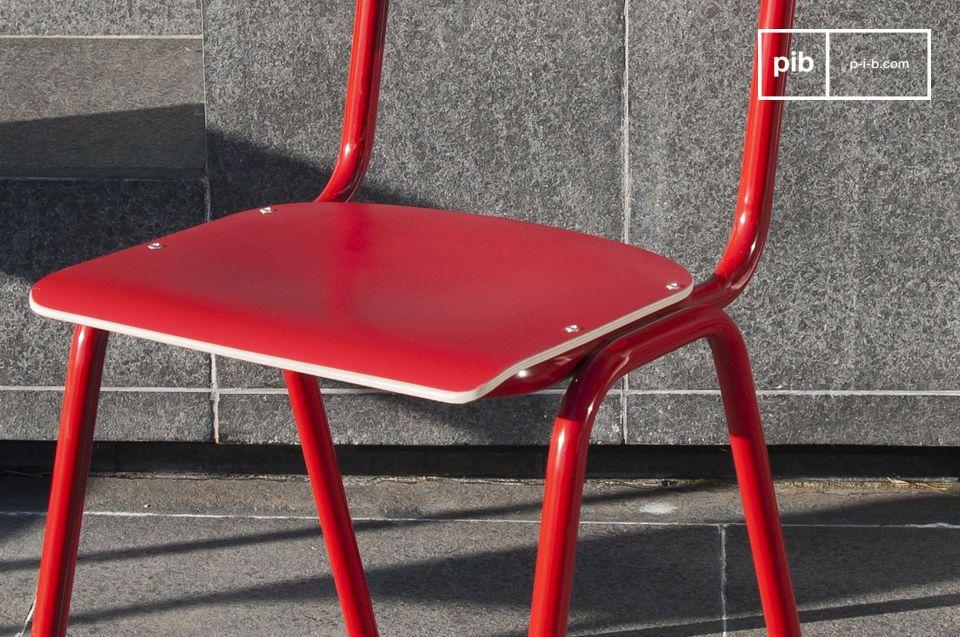 Met zijn houten zitting, rugleuning en metalen basis is de Bak to school stoel een stevige stoel die een langdurige aankoop garandeert