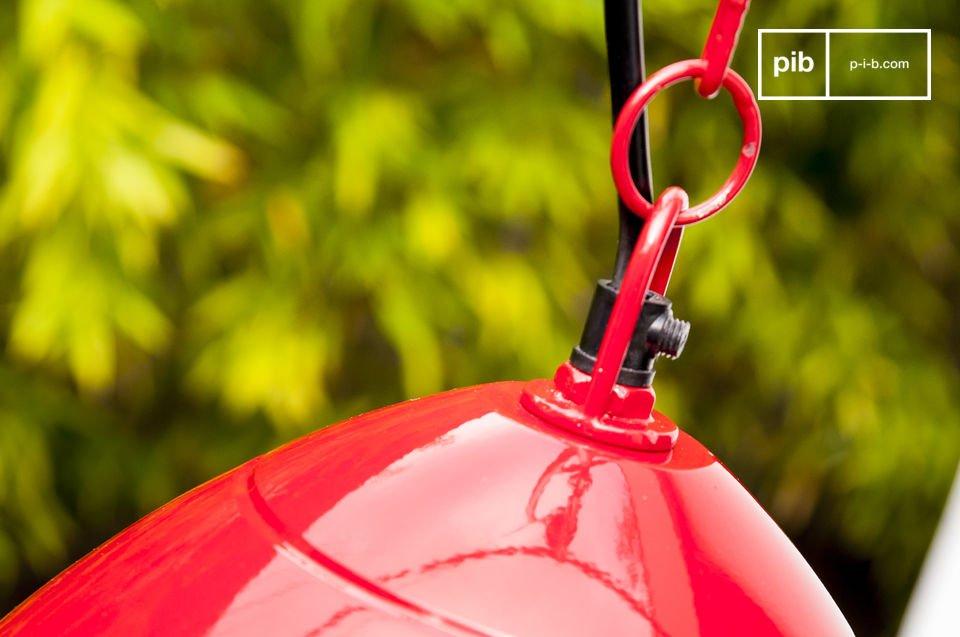 De Scandinavische Këpsta hanglamp is volledig gemaakt van metaal