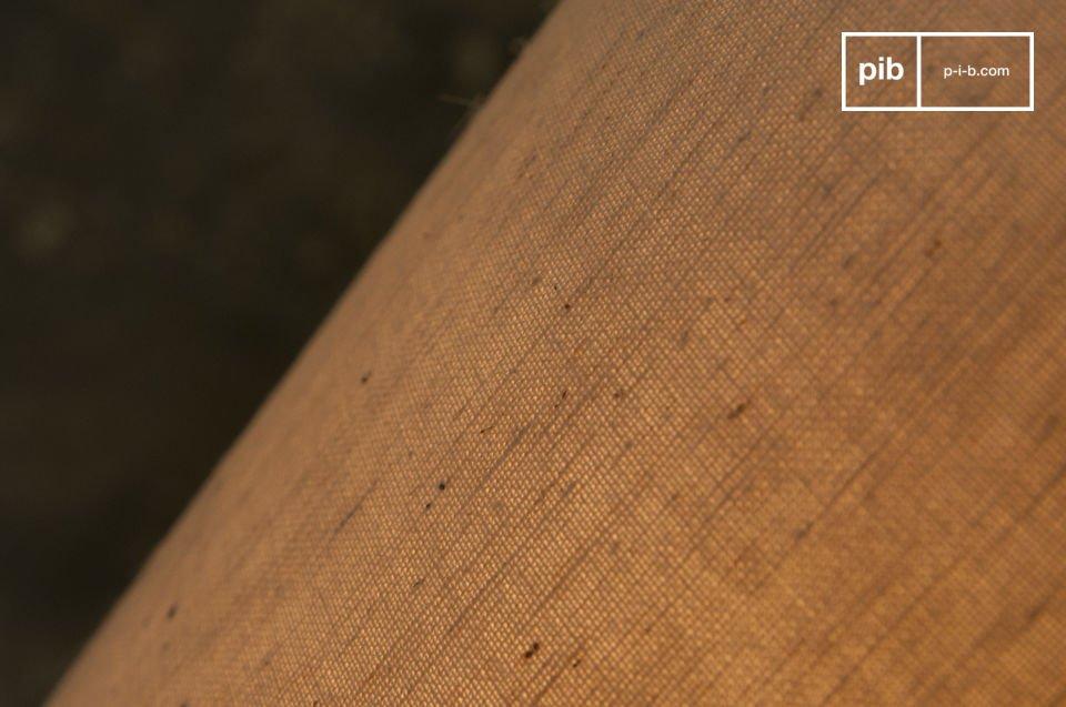 De Terracotta lamp heeft een ruitvormig patroon die zorgt voor de rustieke textuur van deze lamp